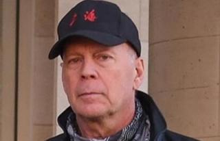 Maskesiz Bruce Willis eczaneden çıkarıldı