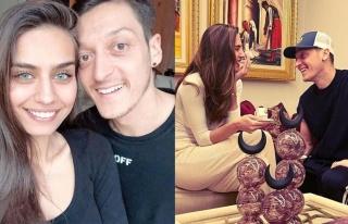 Mesut Özil ve eşi Amine Gülşe'den konuşulan paylaşım