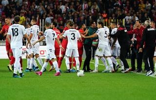 Milli maçta gerginlik