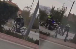 Motosiklet Sürücüsüne Kaskla Vurarak Durduran...