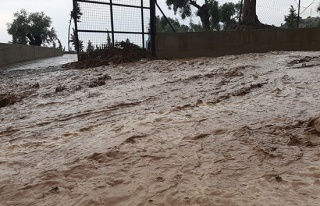 Nazilli'de sağanak yağmur etkili oldu