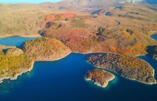 Nemrut Krater Gölü'nün sonbahar güzelliği havadan...