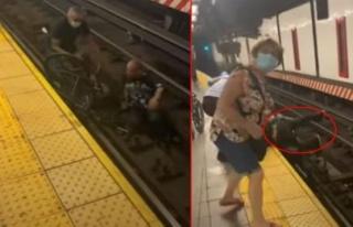 New York'ta Metro İstasyonunun Raylarına Düşen...