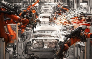 Otomotiv Devleri Malzeme Yetersizliği Nedeniyle Üretimlerini...