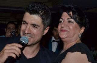 Özcan Deniz, annesinin doğum gününü kutladı