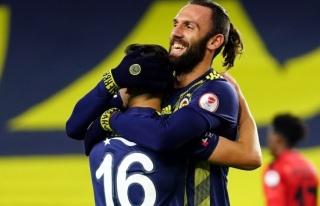 ÖZET İZLE: Fenerbahçe 4 - 0 İstanbulspor Maç...