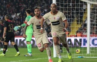 ÖZET İZLE: Gaziantep 0-2 Galatasaray Maç Özeti...