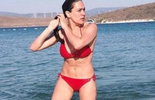 Özge Borak bikinili karesini paylaştı, özlemini...