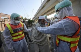 Pakistan'da Aşı Olmayı Reddedenlerin Cep Telefonları...