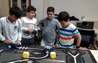 Pandemi döneminde bin öğrenciye robotik ve kodlama...