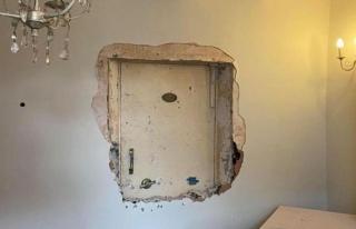 Perili bir evde yaşadığını düşünen adam, duvarların...