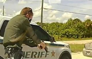 Polis, şarjörünü sokak ortasında çatıştığı...