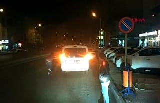 Polisler Trafikte Bir Sürücüyle Tartışırken...