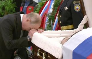 Putin'den çalışma arkadaşına duygusal veda...