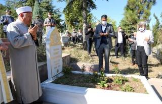 Ressam Ahmet Yakupoğlu kabri başında anıldı