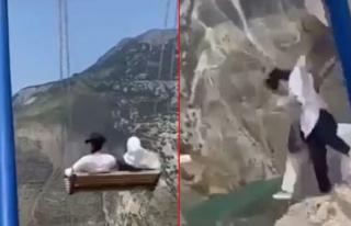 Rusya'da iki kadın uçurumun kenarındaki salıncaktan...