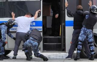 Rusya'da Yerel Seçim Protestosu: 600 Kişi Gözaltına...