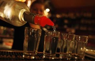Salgında Hangi Ülke Neden Alkollü İçecek Satışını...
