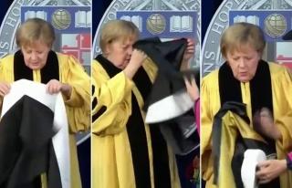 Şansöyle Merkel'in Doktora Cübbesi ile İmtihanı