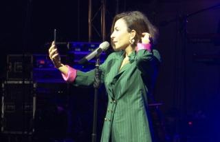 Şarkıcı Fatma Turgut küs olan sevgilileri böyle...