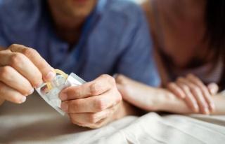 Seks sırasında partnerleri gizlice prezervatif çıkaran...
