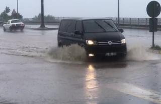 Şiddetli yağış Rize'de hayatı olumsuz etkiledi