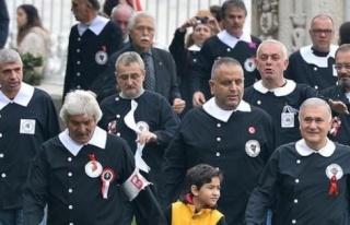 Siyah Önlük Giyip Dolmabahçe Sarayı'nda Andımızı...