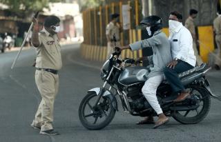 Sokağa Çıkma Yasağına Uymayan Kişileri, Polisler...