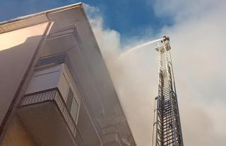 Son dakika haber... Kırşehir'de çatı ve tır yangını