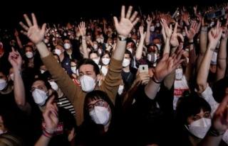 Sosyal mesafesiz konserde sadece 2 kişi coronaya...