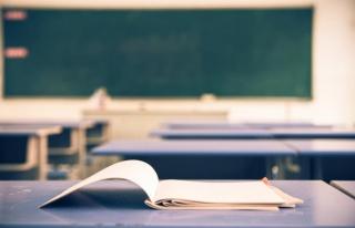 Sözleşmeli Öğretmenlik Yapıyordu: Eğitimci Esat...