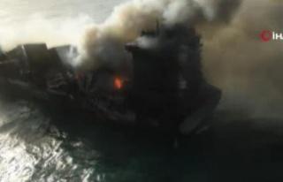 Sri Lanka'da yanan gemiden kopan parçalar sahile...