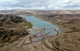 Suyu 1 kilometre çekildi, barajın son görüntüsü...
