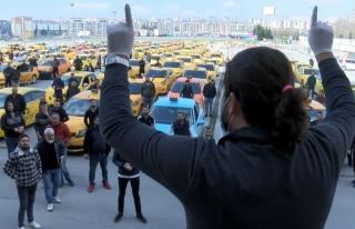 Taksiciler, Koronavirüs Nedeniyle İşlerin Azalmasını...