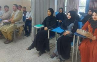 Taliban kadın ve erkek öğrencileri perdeyle değil...