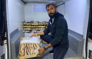 Tekneleriyle denize açılan balıkçılar 60 kasa...