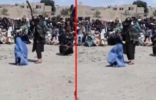 Telefonda erkekle konuşan Afgan kadın, herkesin...
