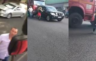 Trafikte Kamyon Şoförleriyle Tartışırken Neden...