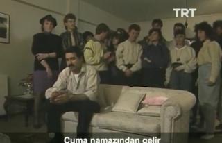 TRT Arşiv'den Çıktı: Yüksek Sesle Müzik Dinleyen...