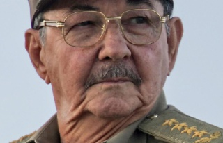 Twitter, Castro'nun hesabını askıya aldı