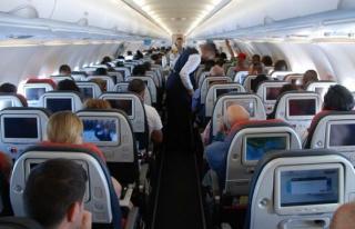 Uçakta Başına Bavul Düştü, İki Senedir Havayolu...