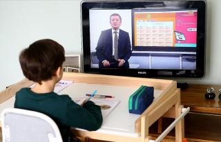 Uzaktan Eğitim Başladı: İlk Dersi Milli Eğitim...