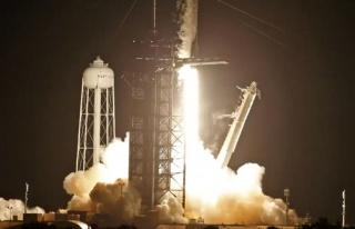 Uzay uçuşu tarihinde bir ilk SpaceX roketi astronot...