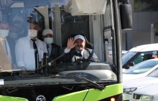 Yüzde 100 yerli ve elektrikli otobüsü Bakan Varank...