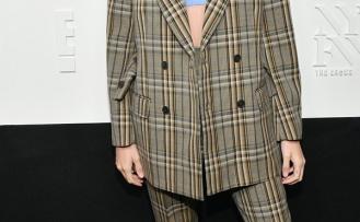 Hailey Baldwin 'in Maskülen Takım Elbise Tarzı