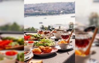 Taksim'in En Popüler Yeni Nesil Meyhanelerinden Pera Adalı