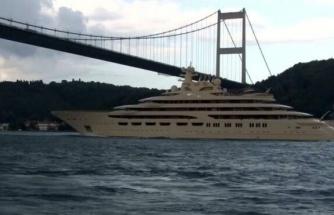 256 milyon dolarlık 'Dilbar' İstanbul Boğazı'ndan geçti