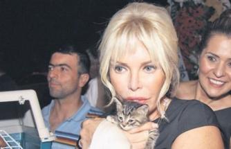 Ajda Pekkan, sokak hayvanları için ayda 20 bin TL harcıyor