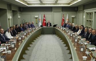AKP'nin MYK Toplantısında 'İmamoğlu' Gerilimi: 'Hukuken Doğru Değil' Yorumu Erdoğan'ı Kızdırmış
