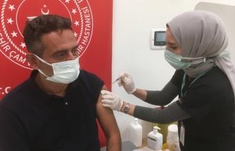 Annesini korona virüsten kaybetti tüm arkadaşlarını aşıya götürüyor